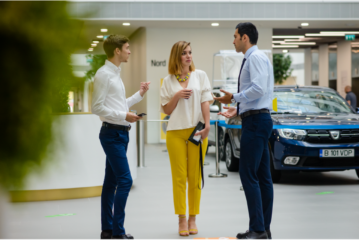 Renault recruiters discussing the employer branding strategy